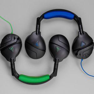 Stealth 300 in Grün und Blau, nebeneinander gelegt