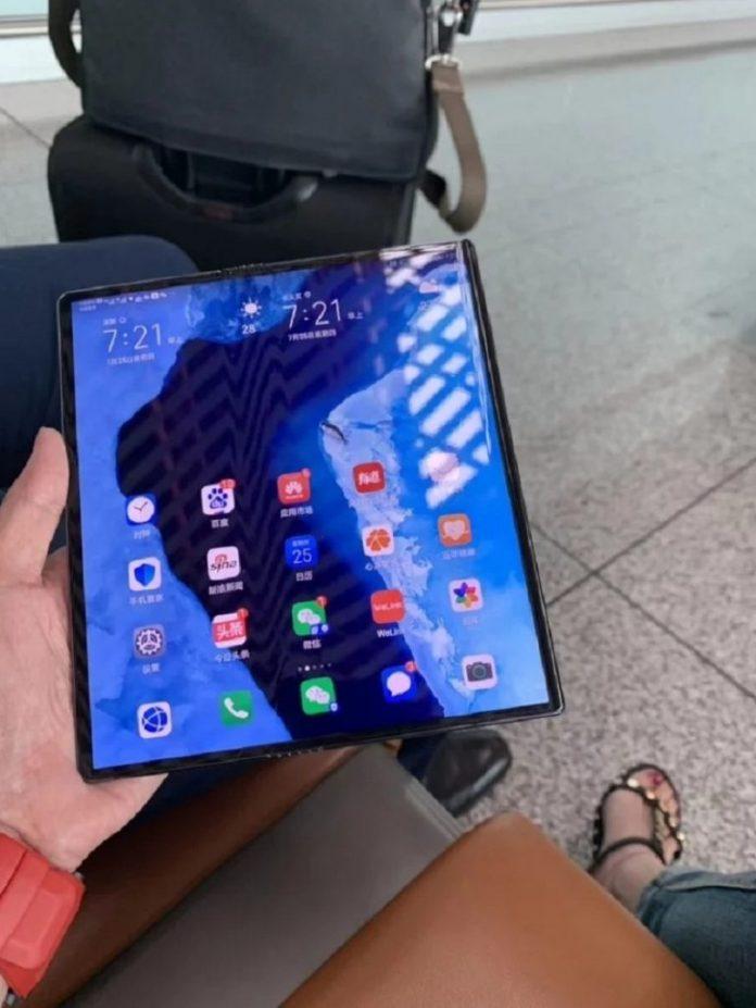 Huawei Mate X-Spezifikationen abgeschlossen, Gerät in den Händen des CEO von Huawei entdeckt 1