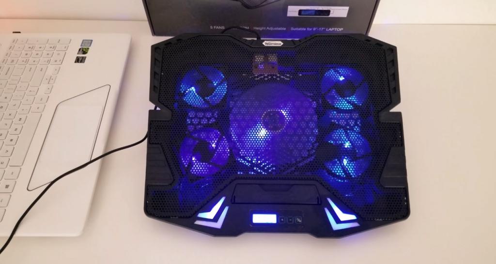TopMate C7 Gaming Laptop Cooling Pad offen eingeschaltet