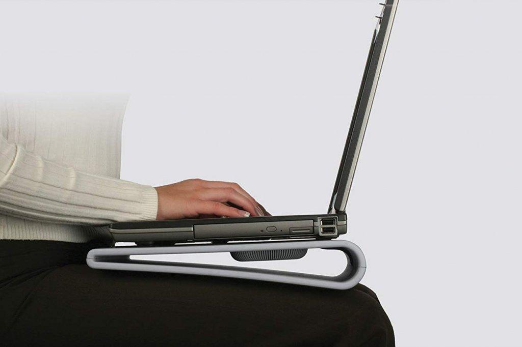 Targus Lap Chill Mat Modell AWE55US mit Laptop