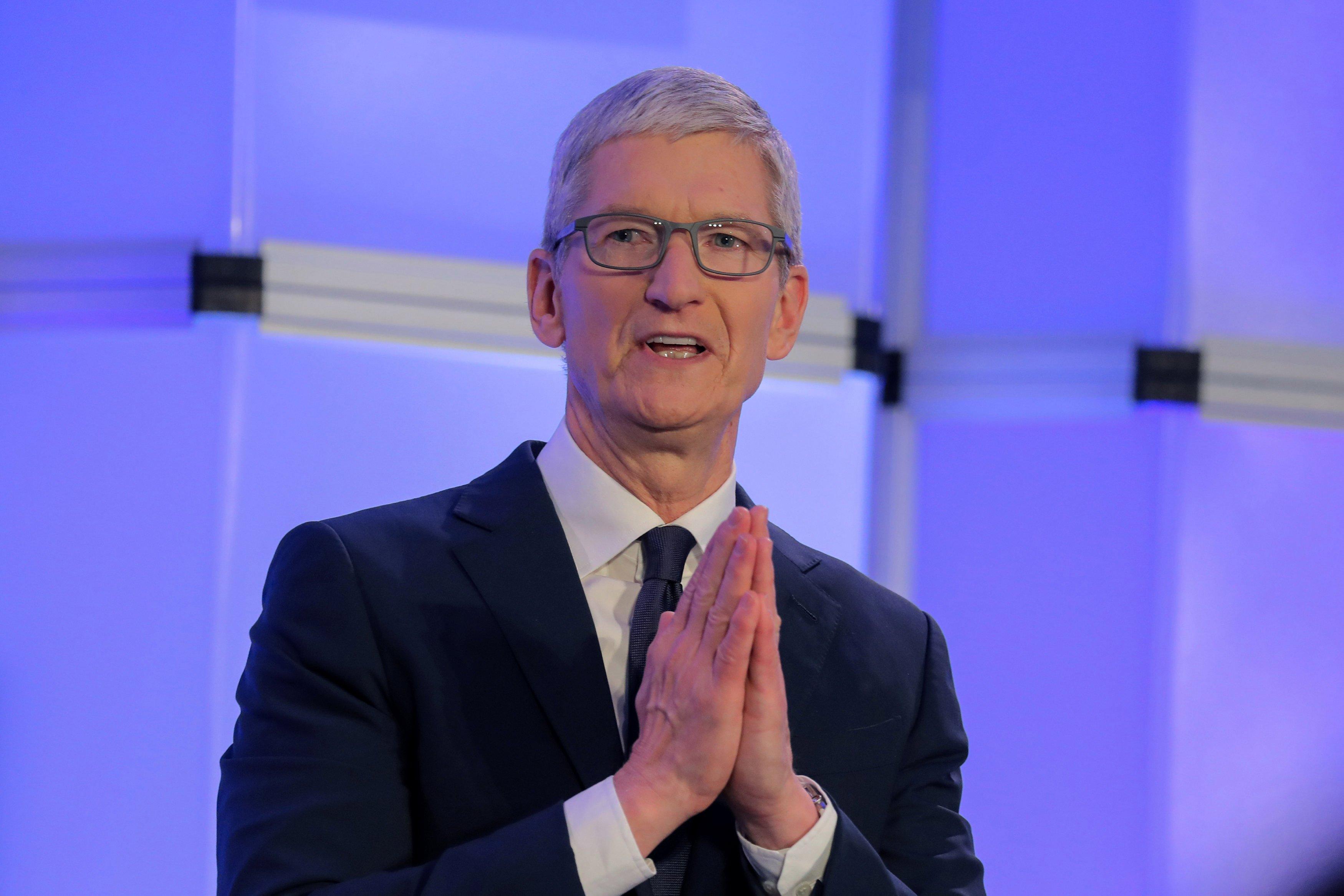 """Apple  CEO Tim Cook bezeichnete den Schutz der Privatsphäre als """"Menschenrecht"""" angesichts wachsender Sicherheitsbedenken in der Welt"""