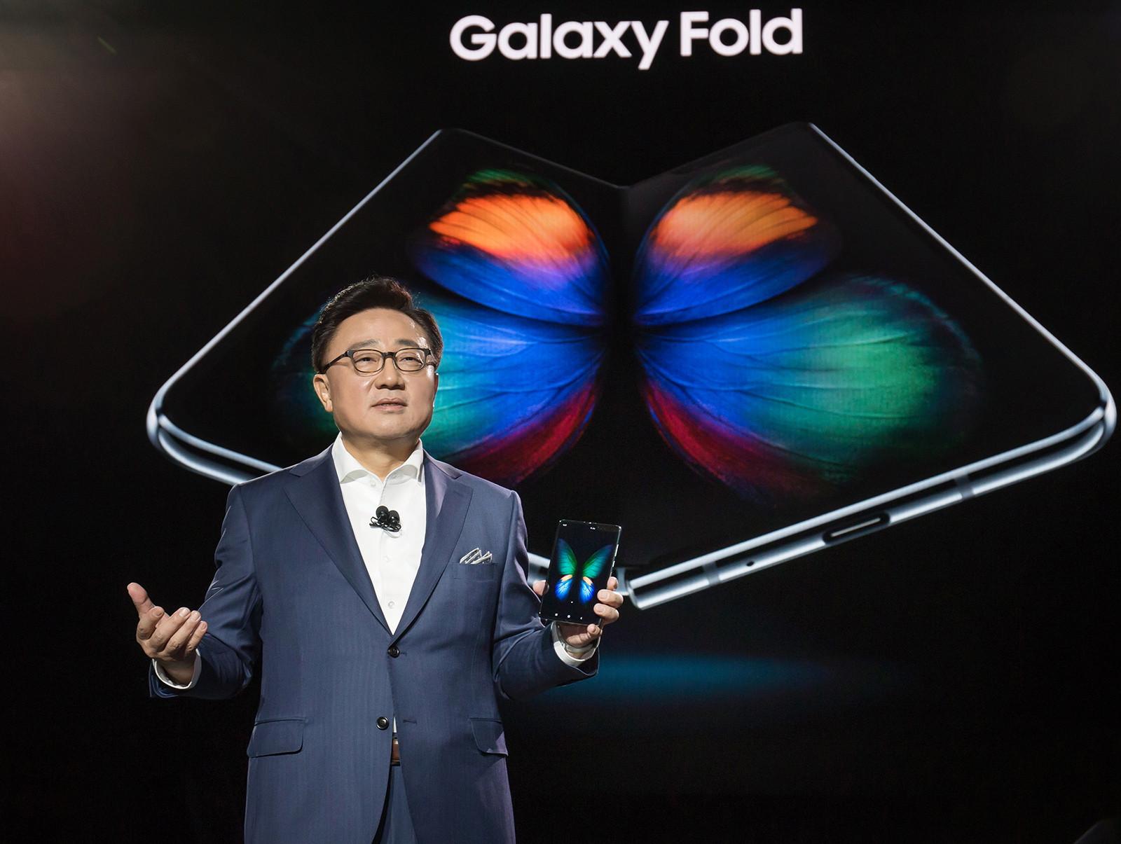 Samsung hat Anfang des Jahres sein eigenes faltbares Smartphone / Tablet-Gadget vorgestellt