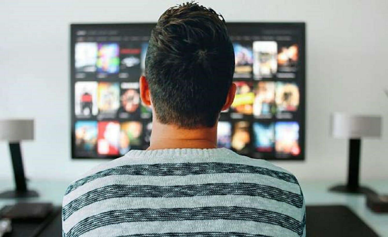 Facebook Sie möchten mit Netflix ein Fernsehgerät und eine Webcam verkaufen, die Sie nicht kaufen sollten, wenn Sie sich Sorgen um Ihre Privatsphäre machen 1