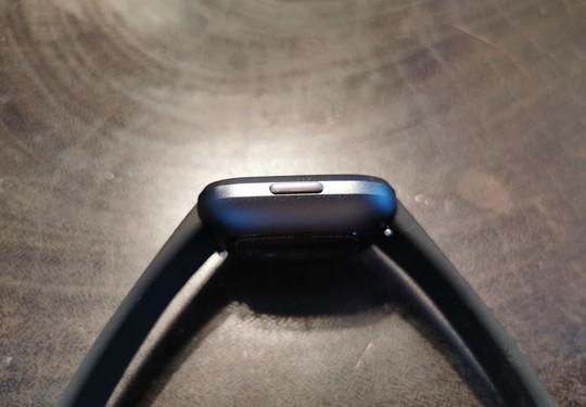 Fitbit Versa 2 zum Anfassen