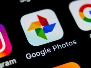Google Fotos bietet eine Funktion, mit der Sie nach Text in Ihren Bildern suchen können