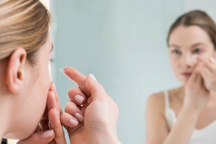 Wissenschaftler haben Kontaktlinsen entwickelt, die vergrößern, wenn Sie zweimal blinken 1