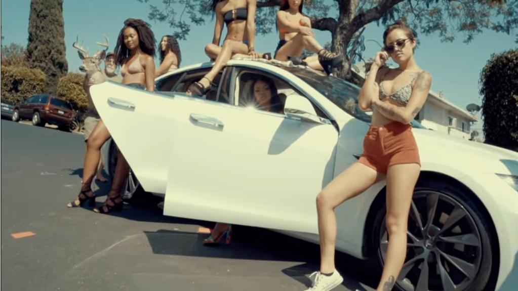 Yung Gravy, bbno $ - Whip A Tesla Text und Musikvideo 1