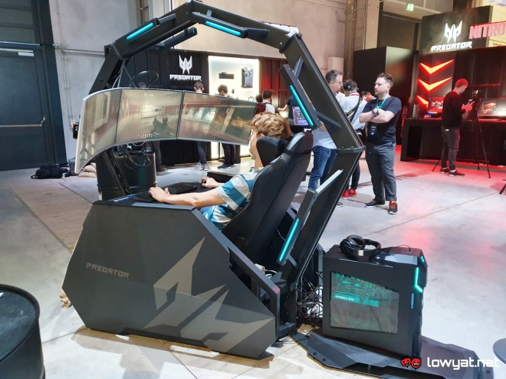 Spoločnosť Acer znova prevezme komando masážnou kreslom Predator Thronos Air Gaming 1