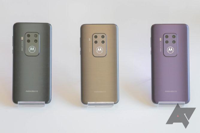 Das Motorola One Zoom ist ein absolutes Highlight mit vier Rückfahrkameras und einem leuchtenden Fledermausflügel 3