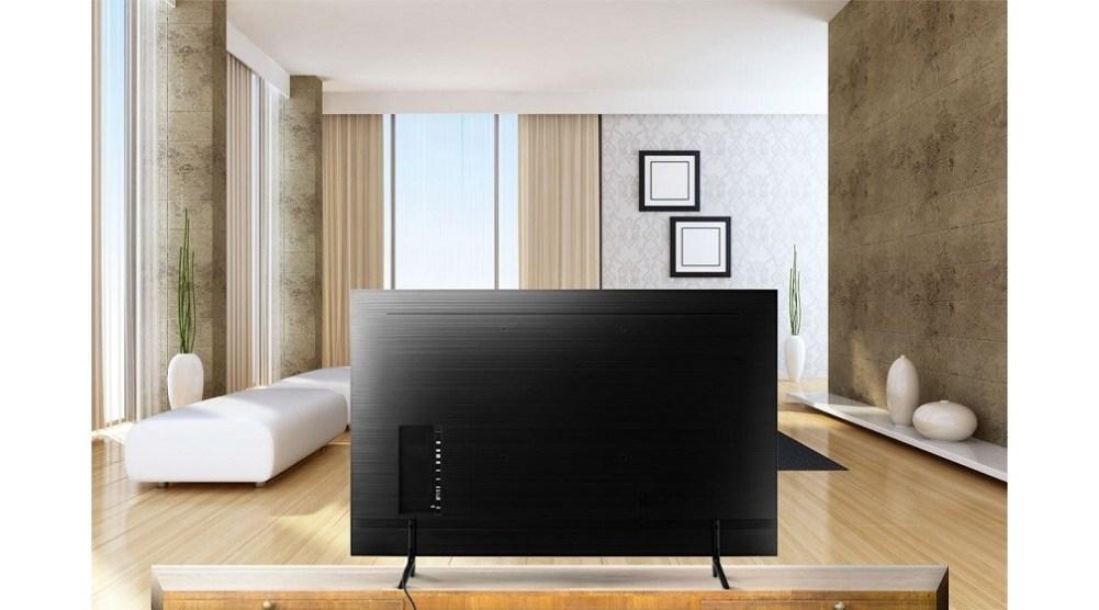 Der Smart TV RU7100 verfügt über präzise Oberflächen, schmale Kanten und eine versteckte Kabeloptik