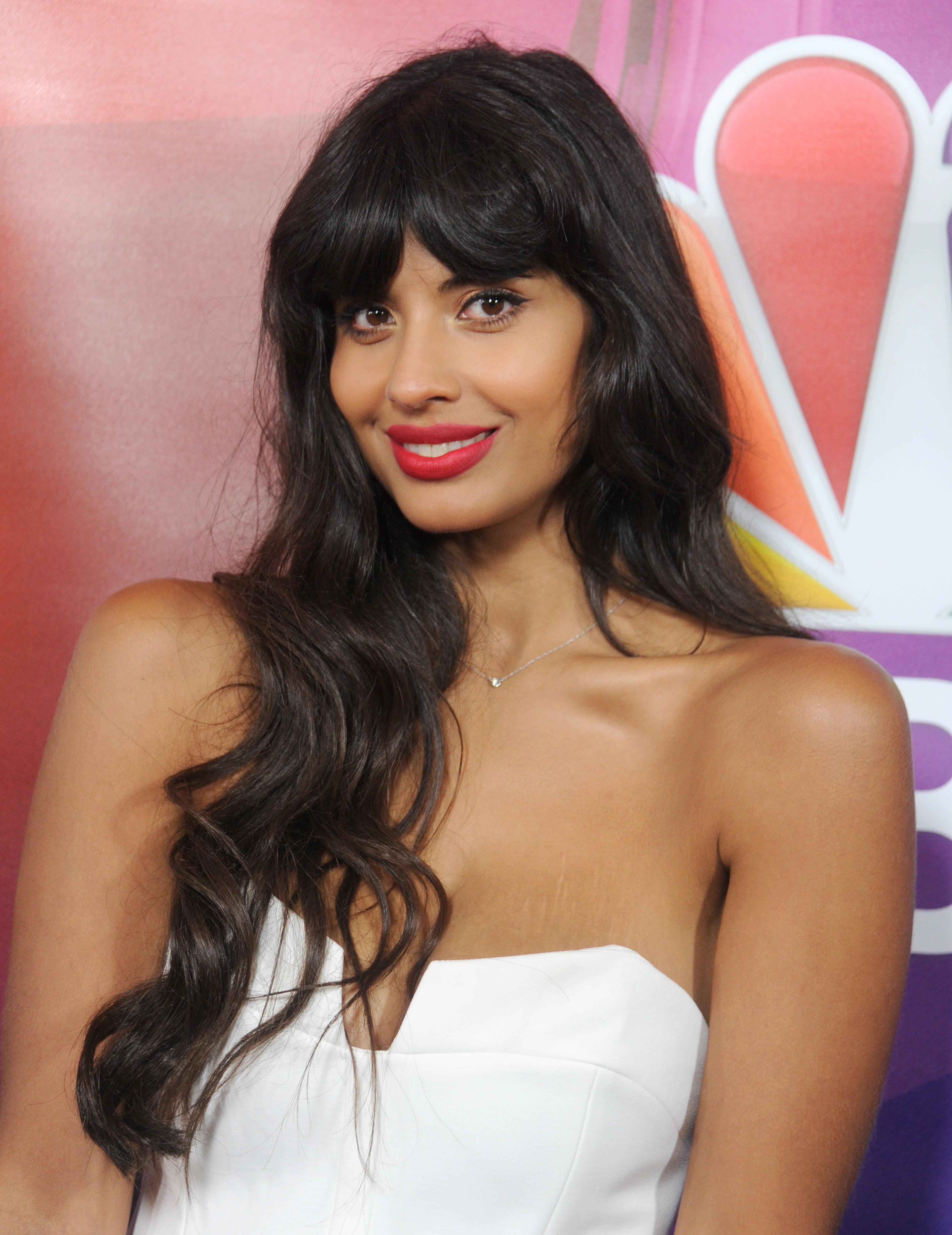 """Jameela Jamil, Aktivistin und Aktivistin für Body Positivity, hat Cardi B kürzlich dafür kritisiert, dass sie in den sozialen Medien für """"Detox-Tee mit Unsinn"""" geworben hat"""