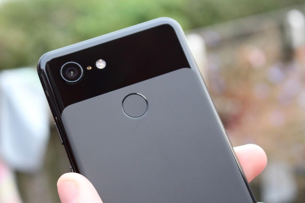 Screenshot der Google Pixel 3-Überprüfung - Die Rückseite des Telefons
