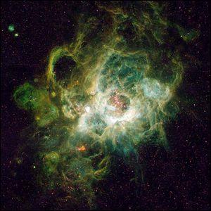 NGC 604, ein riesiger Nebel in der benachbarten Spiralgalaxie M33 im Sternbild Triangulum