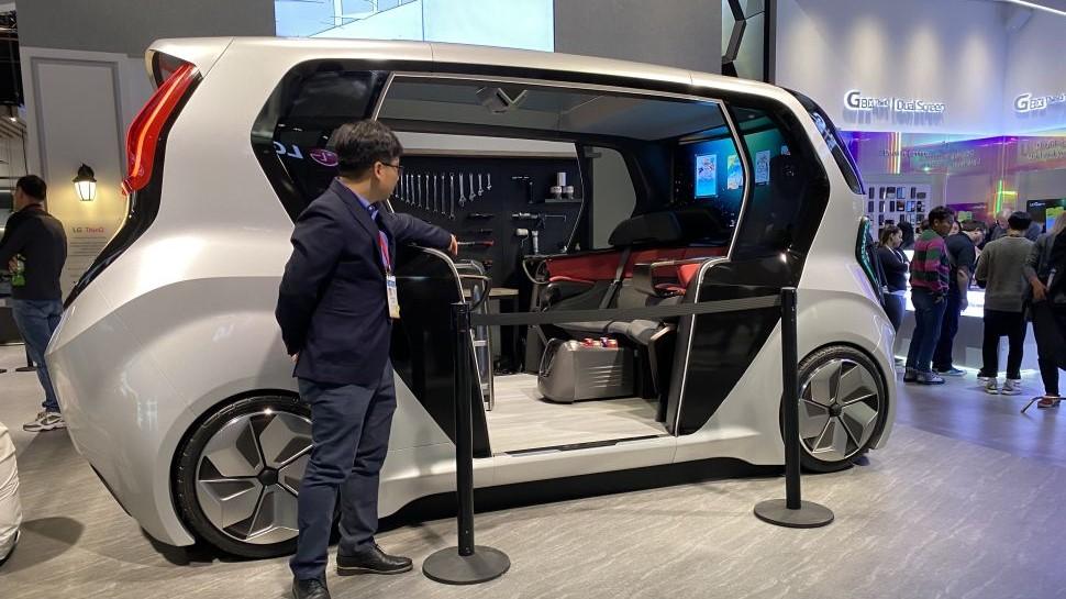 Das futuristische Auto von LG bietet eine mobile Cafeteria und sogar Wäschemöglichkeiten